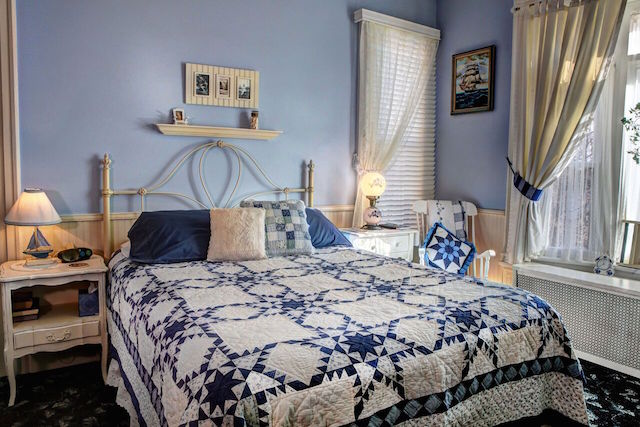 Barrister B&B Cottage Room. The bedspread quilt is in blue, white and tan colors